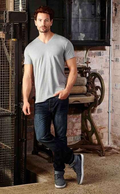 Мъжка вталена тениска MENS V-NECK HD T